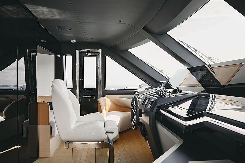 Azimut Grande Trideck yacht Shabby wheelhouse