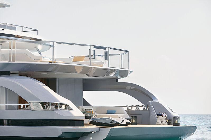 Azimut Grande Trideck yacht Shabby beach area