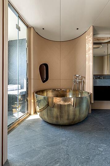 Azimut Grande Trideck yacht Shabby owner's bathroom