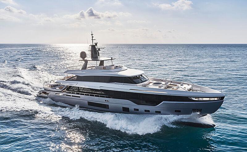 Azimut Grande Trideck yacht Shabby