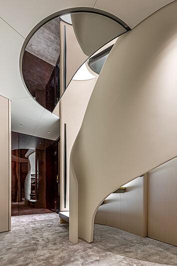 Azimut Grande Trideck yacht Shabby staircase