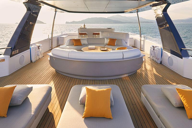 Azimut Grande Trideck yacht Shabby sun deck