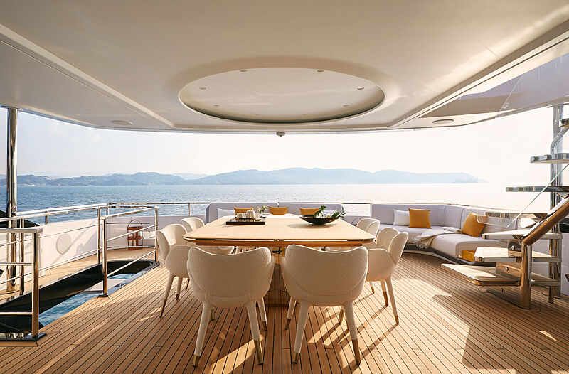 Azimut Grande Trideck yacht Shabby upper deck terrace