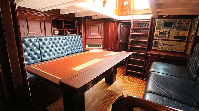 Sky yacht saloon