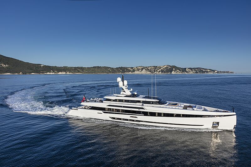 K2 yacht cruising
