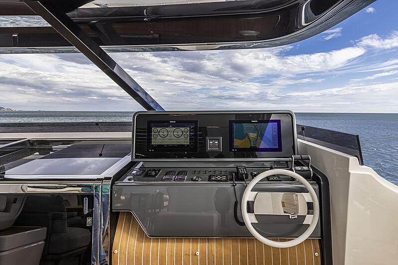 Ferretti 1000 yacht flybridge