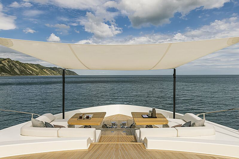 Front deck of the yacht Ferretti 1000