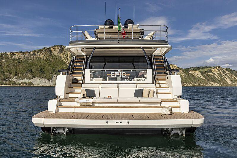 Ferretti 1000 yacht beach club