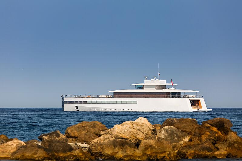 Venus yacht in Antibes