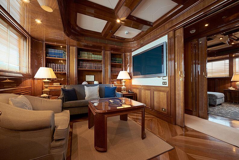 Sokar yacht saloon