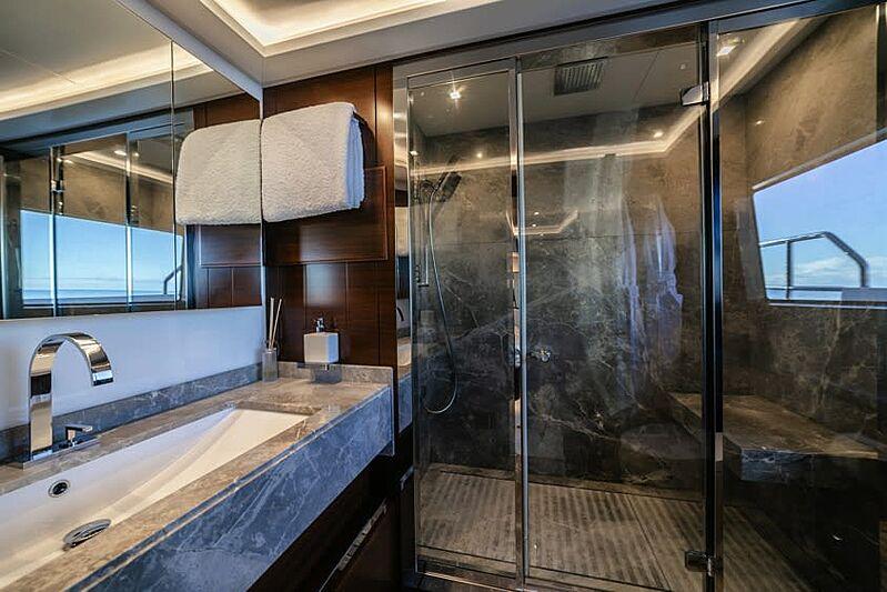 Adel yacht bathroom