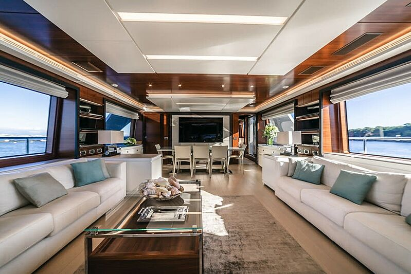 Adel yacht saloon