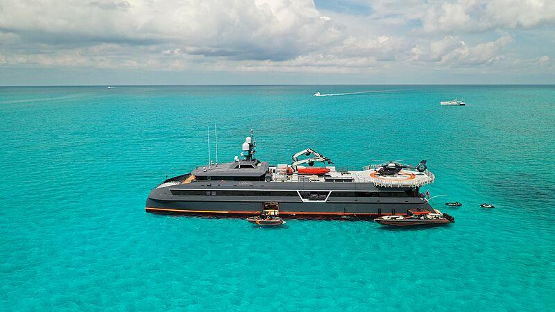 Hodor yacht in the Bahamas