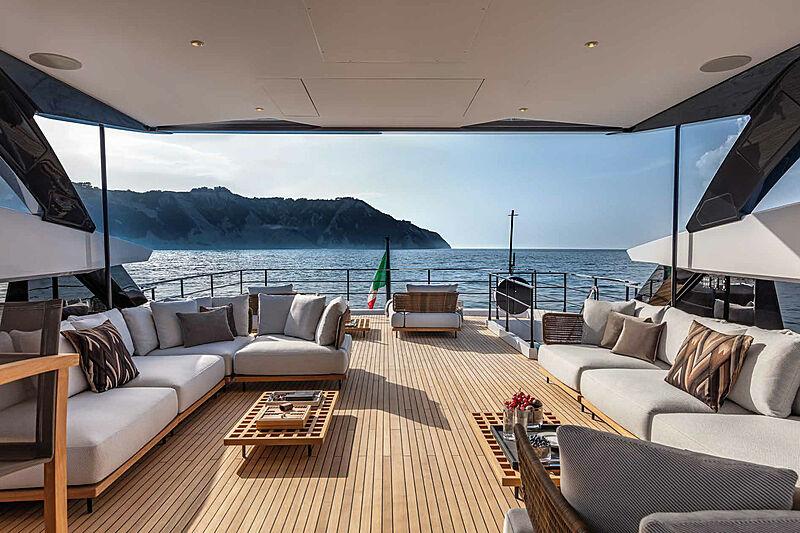 Falcon CA yacht flybridge