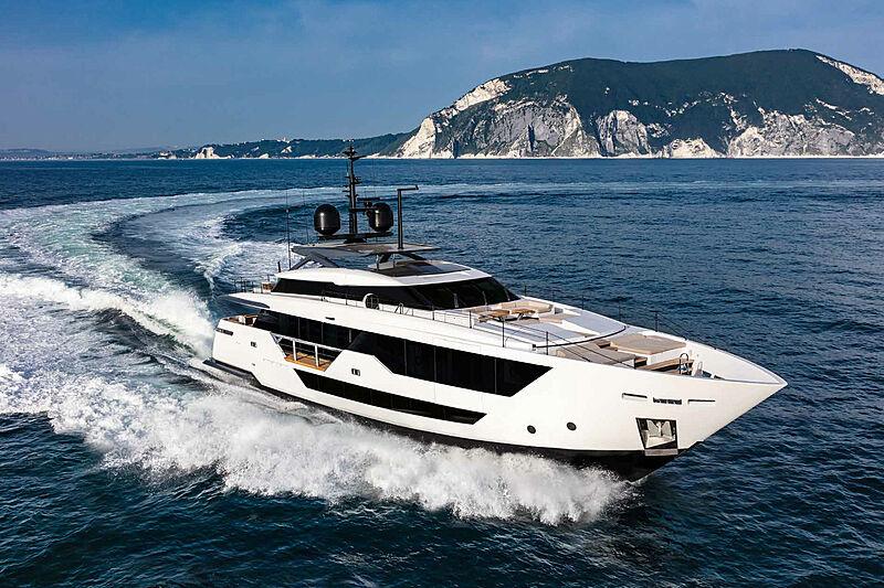 Falcon CA yacht cruising