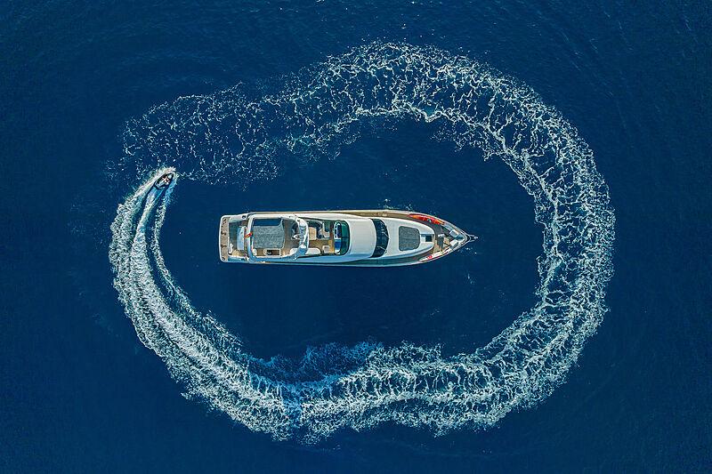 Sublime Mar yacht anchored