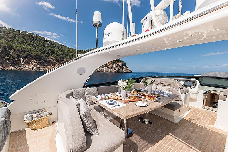 Sublime Mar yacht flybridge