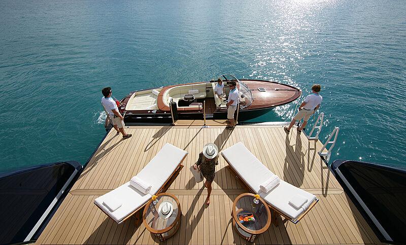 Yacht beach platform