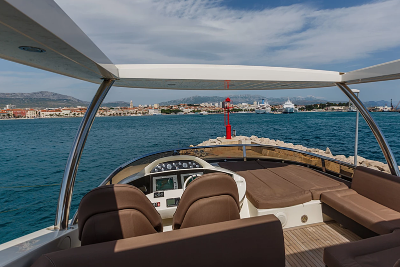 The Best Way yacht flybridge