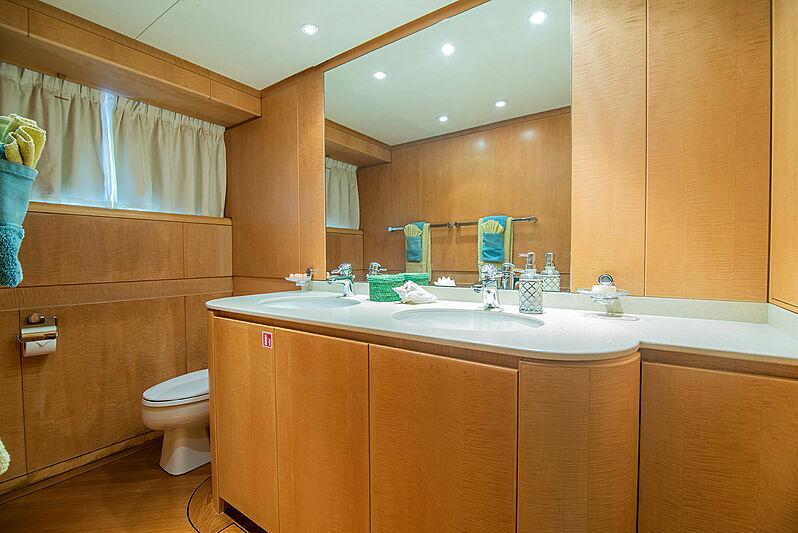 Criss C yacht bathroom