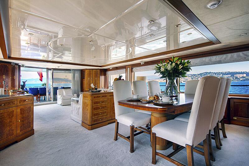 New Star yacht saloon