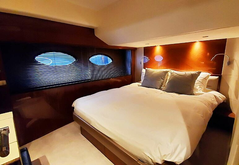 Aqua Chameleon yacht