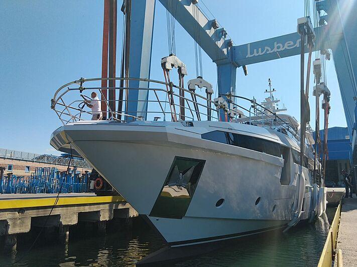 Azimut Grande 35/30 yacht launch at Viareggio