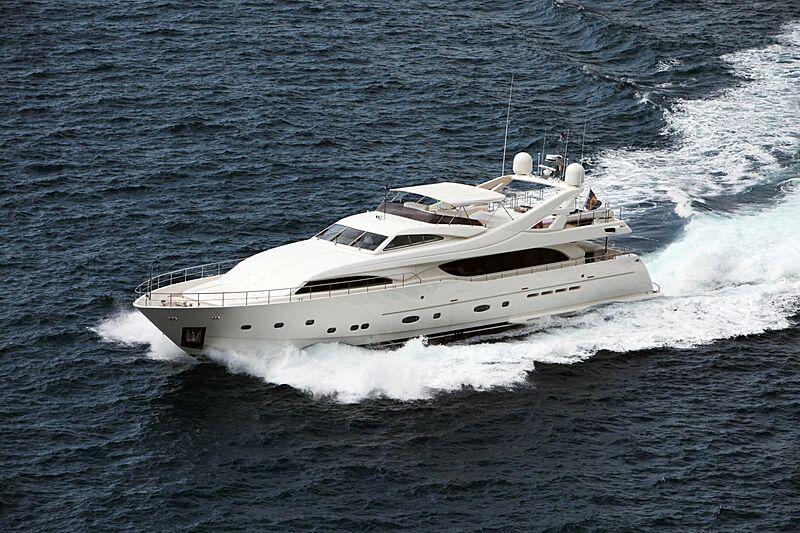 Lady Maria yacht cruising
