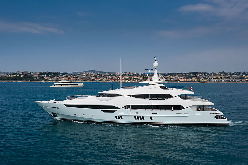 Arados yacht by Sunseeker in Antibes