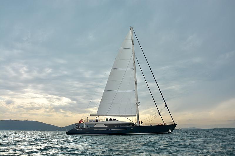 L'Aquila II yacht sailing