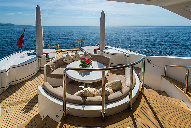 Serenada yacht exterior