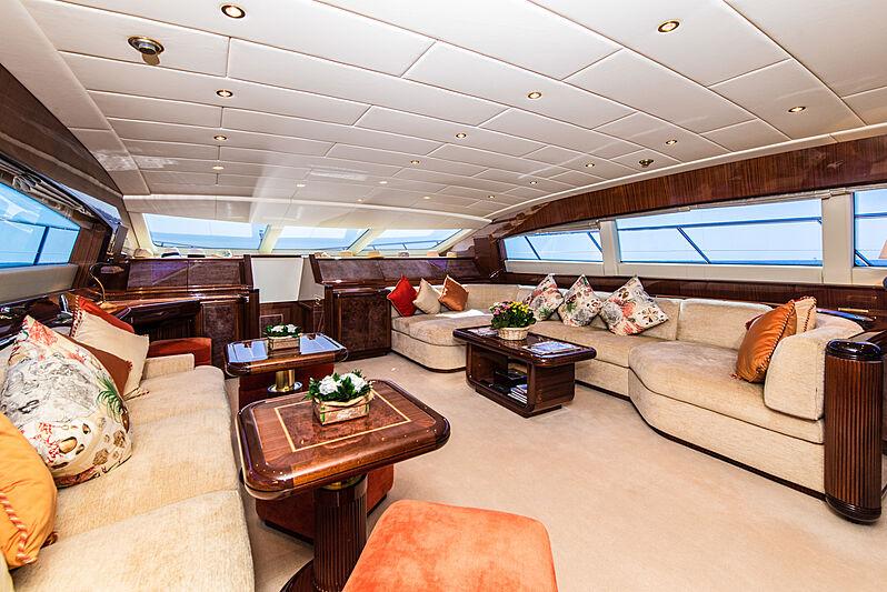Serenada yacht saloon