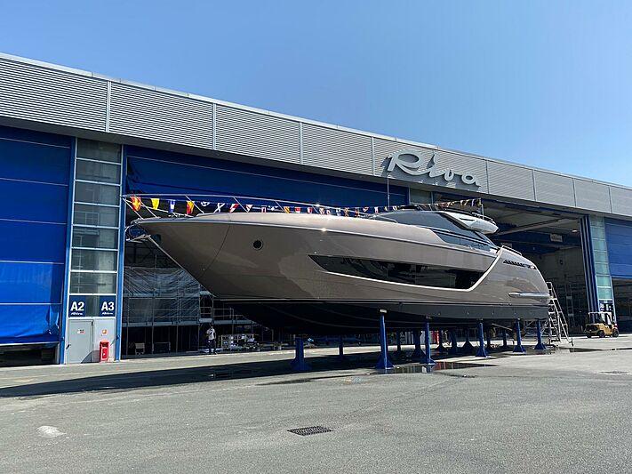 Riva 88 Folgore 06 yacht launch
