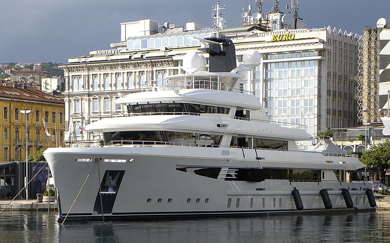 I Nova yacht in Rijeka