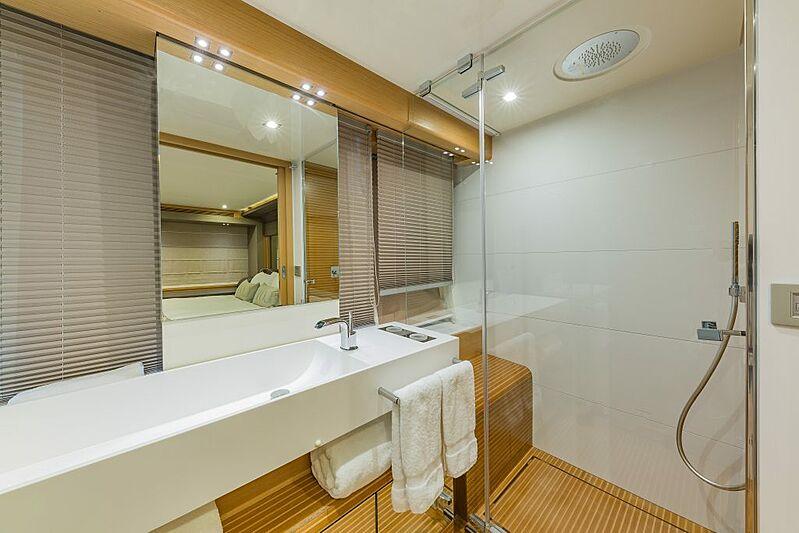 Evolution yacht bathroom