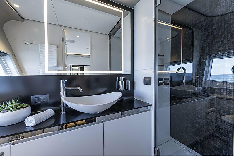 Aldabra yacht bathroom