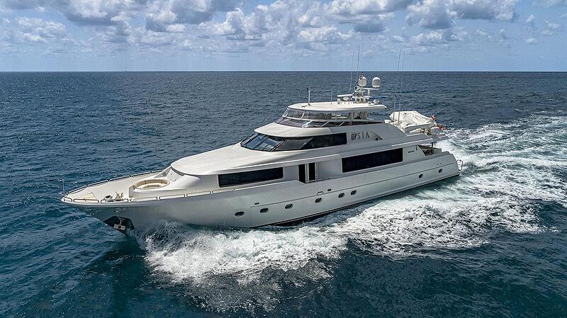 Tasia yacht running