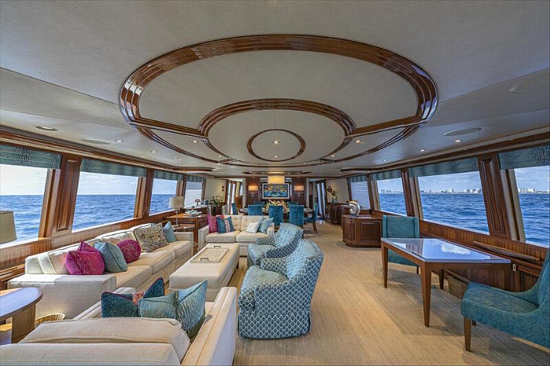 Tasia yacht saloon