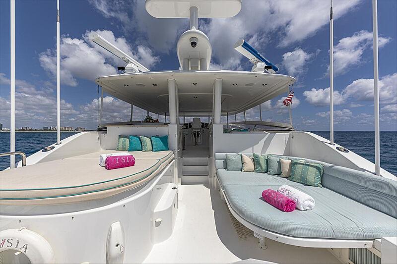 Tasia yacht sundeck