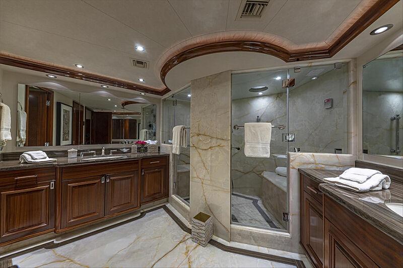 Tasia yacht bathroom