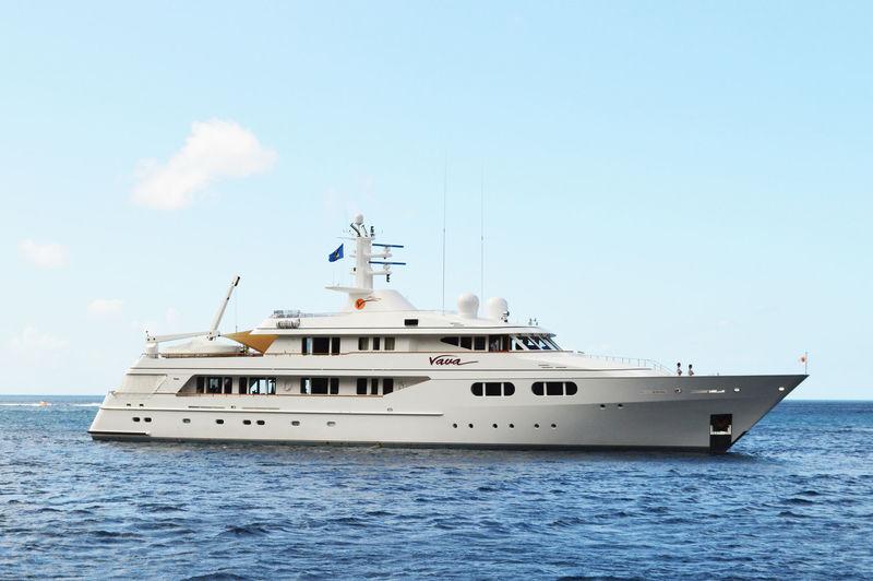 VAVA yacht Feadship