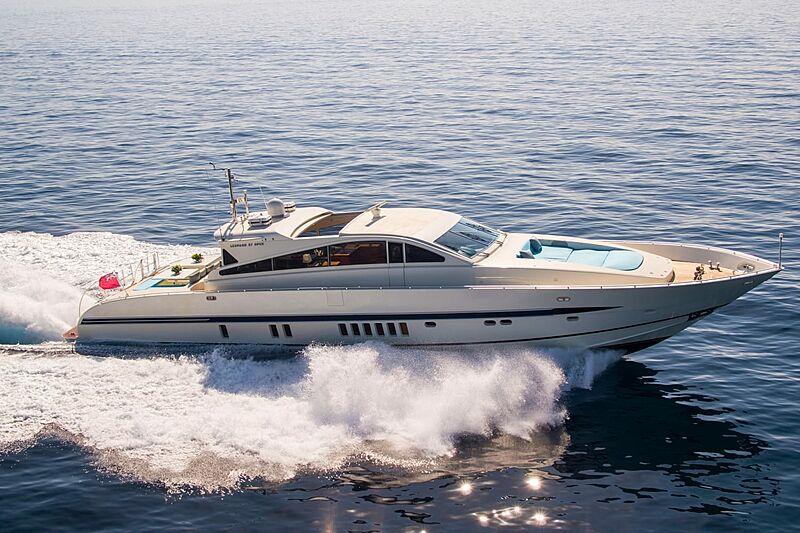 Cita yacht running