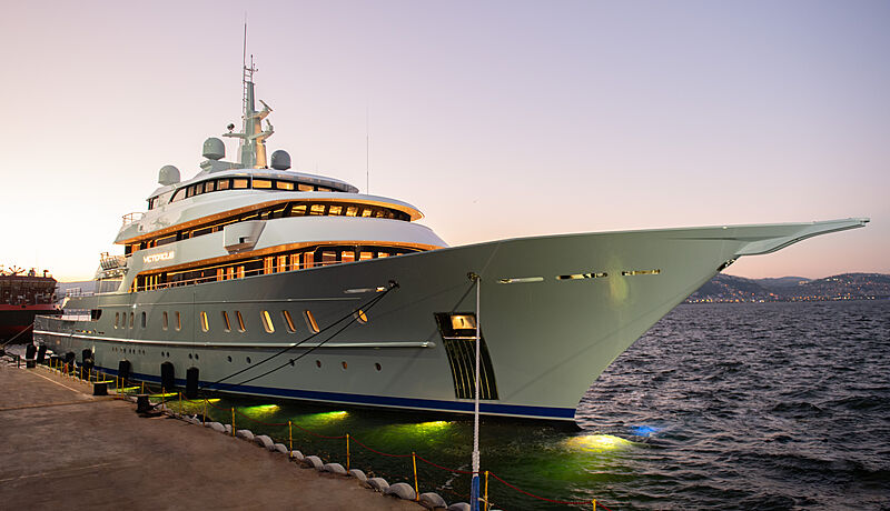 Victorious yacht by AKyacht