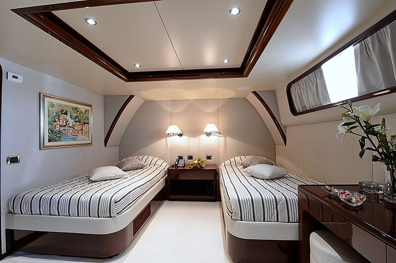 Shaf yacht twin stateroom