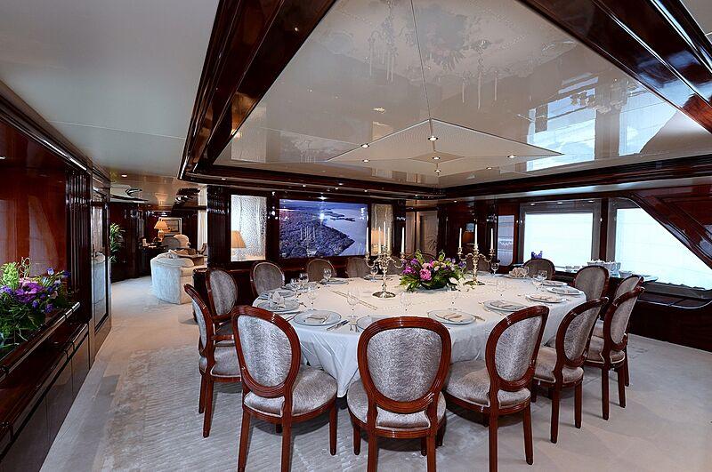 Shaf yacht dining room
