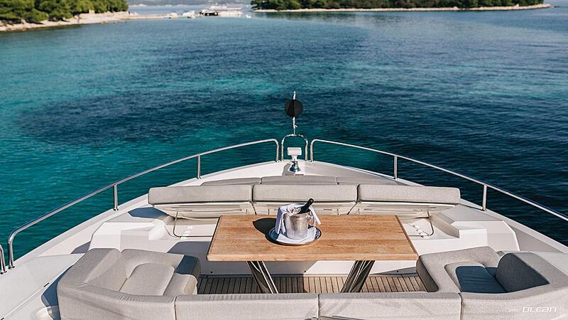 Mowana yacht foredeck