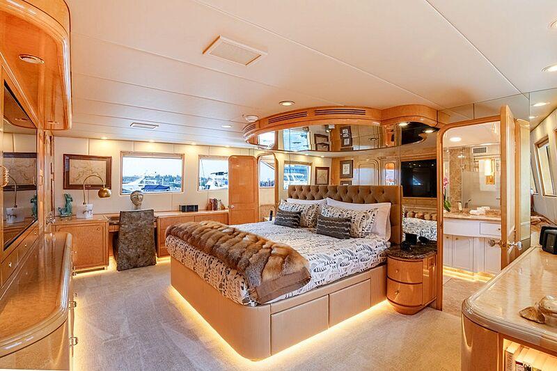 Sinbad yacht master stateroom