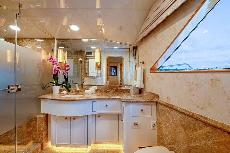 Sinbad yacht bathroom