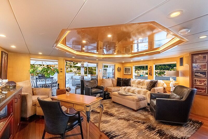 Sinbad yacht saloon