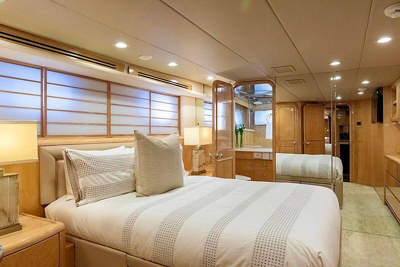 Sinbad yacht stateroom